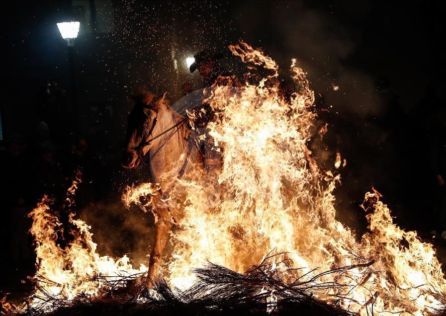 İspanya'da atlı günah çıkarma töreni galerisi resim 1
