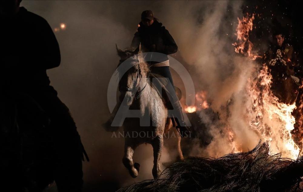 İspanya'da atlı günah çıkarma töreni galerisi resim 10