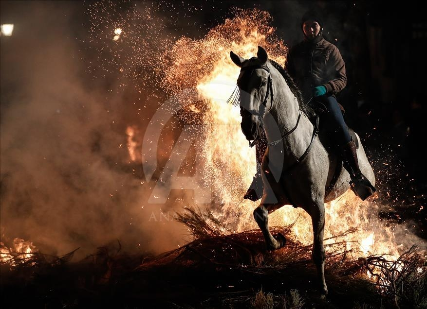 İspanya'da atlı günah çıkarma töreni galerisi resim 11