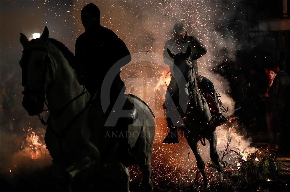 İspanya'da atlı günah çıkarma töreni galerisi resim 12