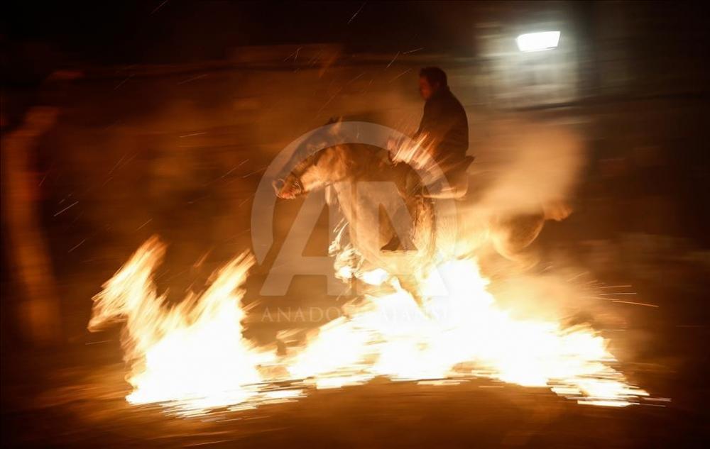 İspanya'da atlı günah çıkarma töreni galerisi resim 13