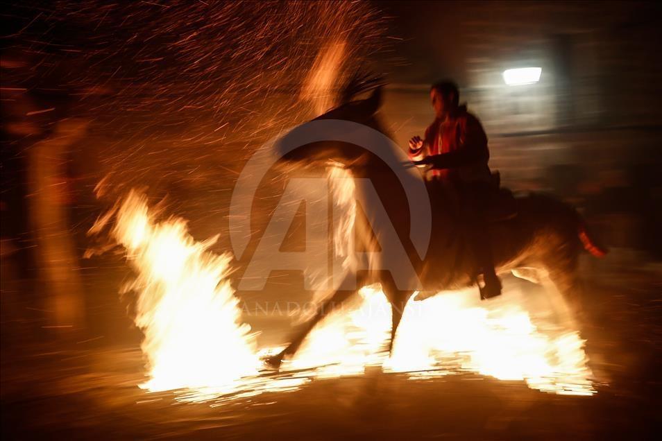 İspanya'da atlı günah çıkarma töreni galerisi resim 4