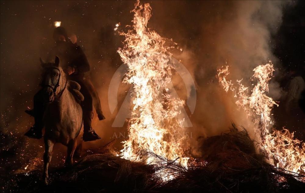İspanya'da atlı günah çıkarma töreni galerisi resim 5