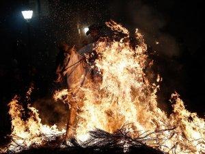 İspanya'da atlı günah çıkarma töreni