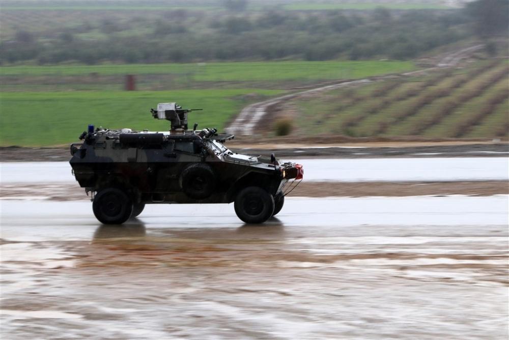 Çok sayıda zırhlı araç Afrin'e girmek için sınıra ulaştı galerisi resim 32