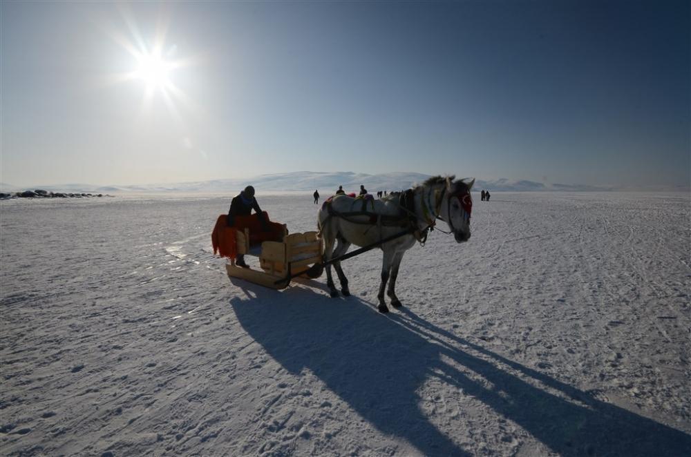 """Buzla kaplı gölün vazgeçilmezi: """"Atlı kızak"""" galerisi resim 13"""