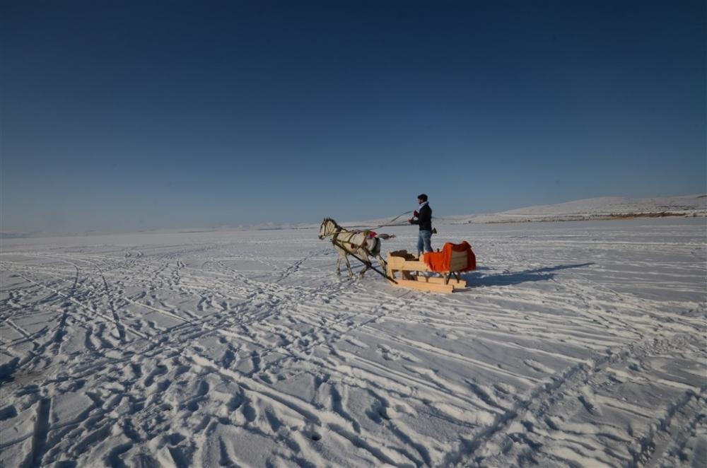 """Buzla kaplı gölün vazgeçilmezi: """"Atlı kızak"""" galerisi resim 6"""