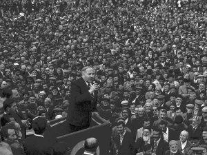 """""""Önce ahlak ve maneviyat"""" sözünün mimarı: Erbakan"""