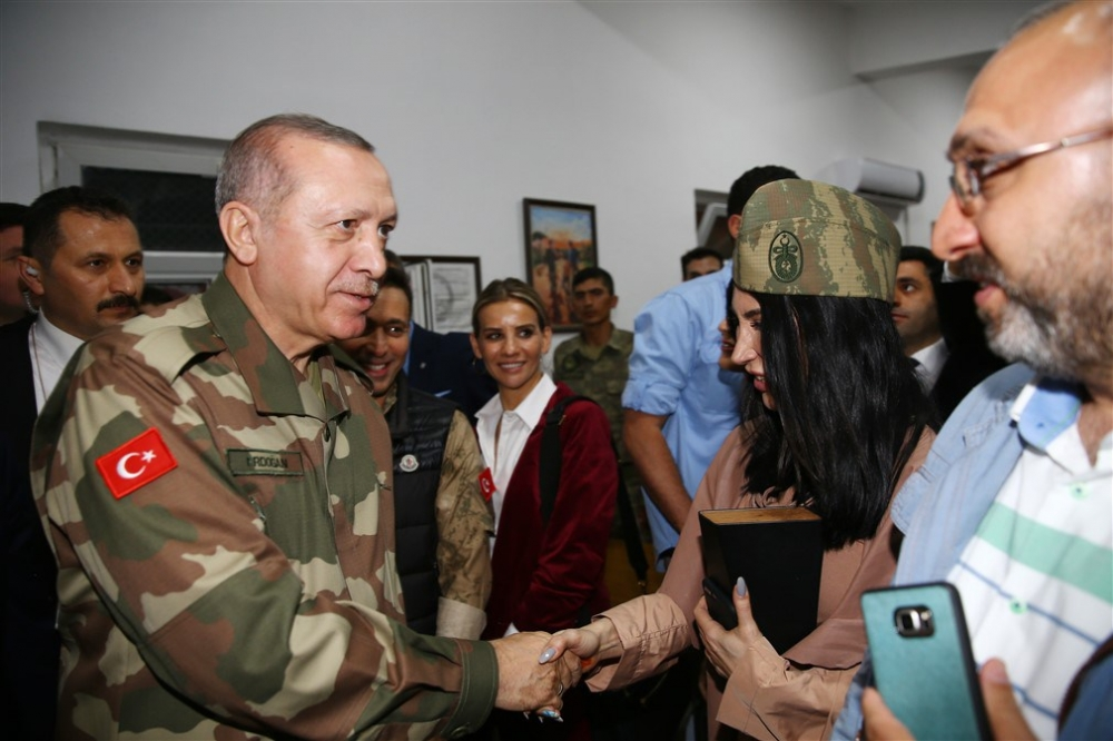 Erdoğan ve ünlü isimler sınırda askere moral verdi galerisi resim 10