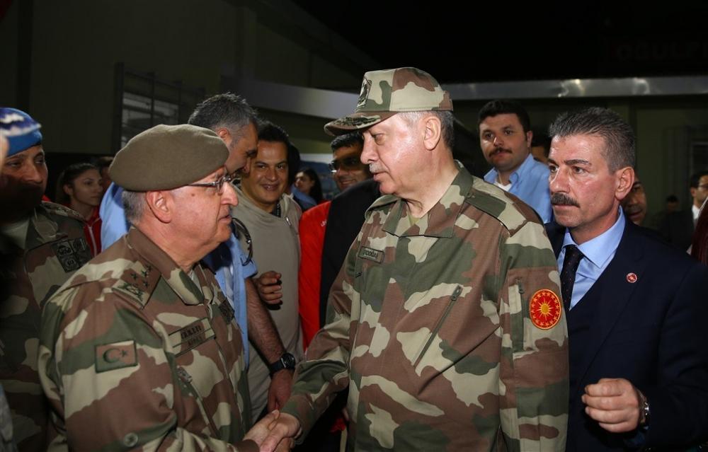 Erdoğan ve ünlü isimler sınırda askere moral verdi galerisi resim 12