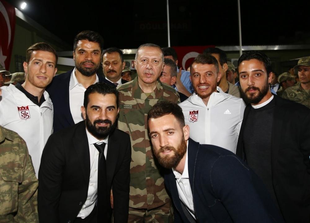 Erdoğan ve ünlü isimler sınırda askere moral verdi galerisi resim 14