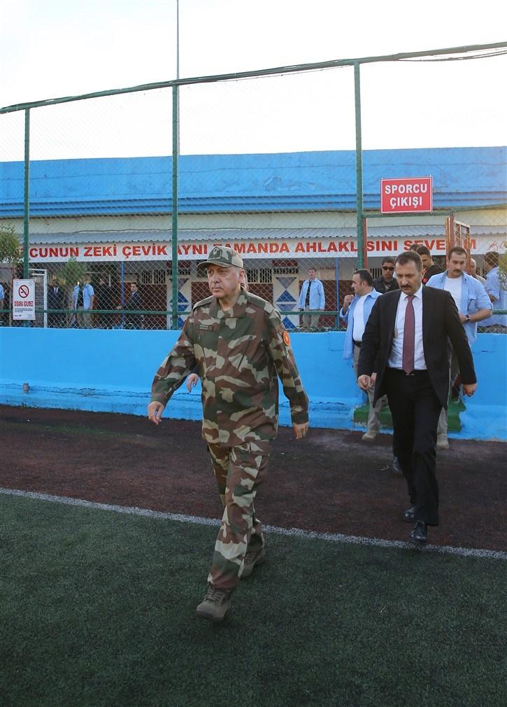 Erdoğan ve ünlü isimler sınırda askere moral verdi galerisi resim 16