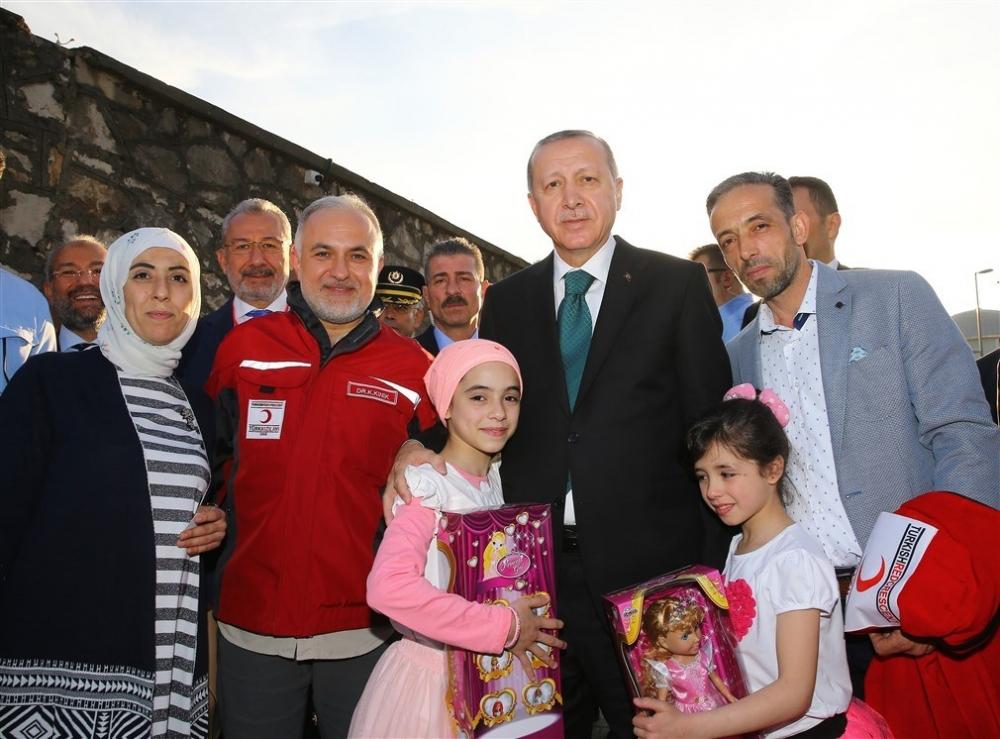 Erdoğan ve ünlü isimler sınırda askere moral verdi galerisi resim 20