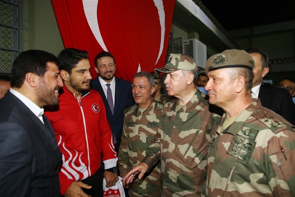Erdoğan ve ünlü isimler sınırda askere moral verdi galerisi resim 65