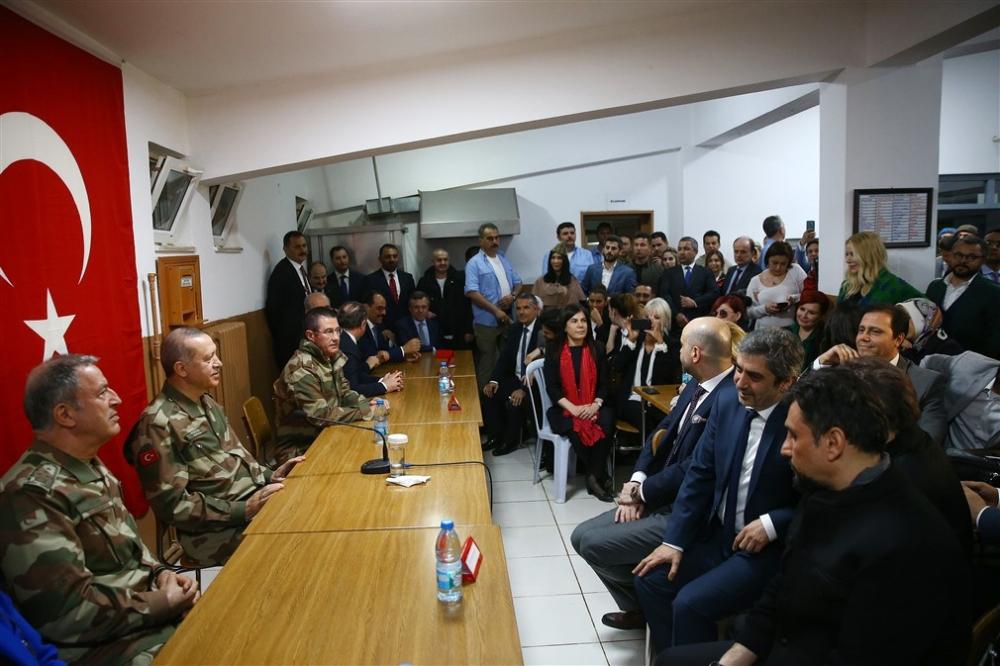 Erdoğan ve ünlü isimler sınırda askere moral verdi galerisi resim 67