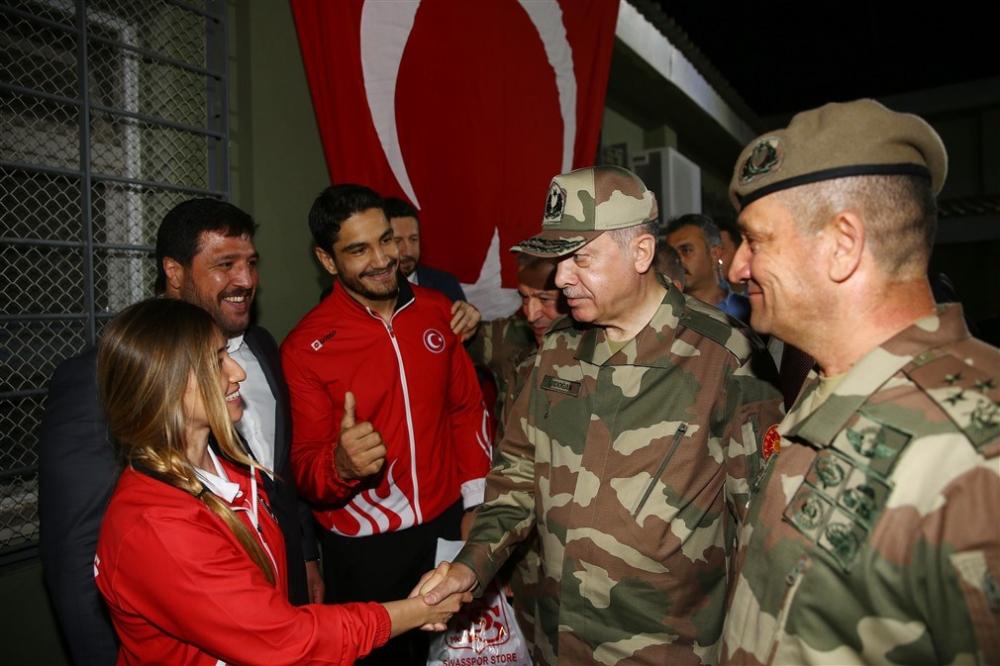 Erdoğan ve ünlü isimler sınırda askere moral verdi galerisi resim 7