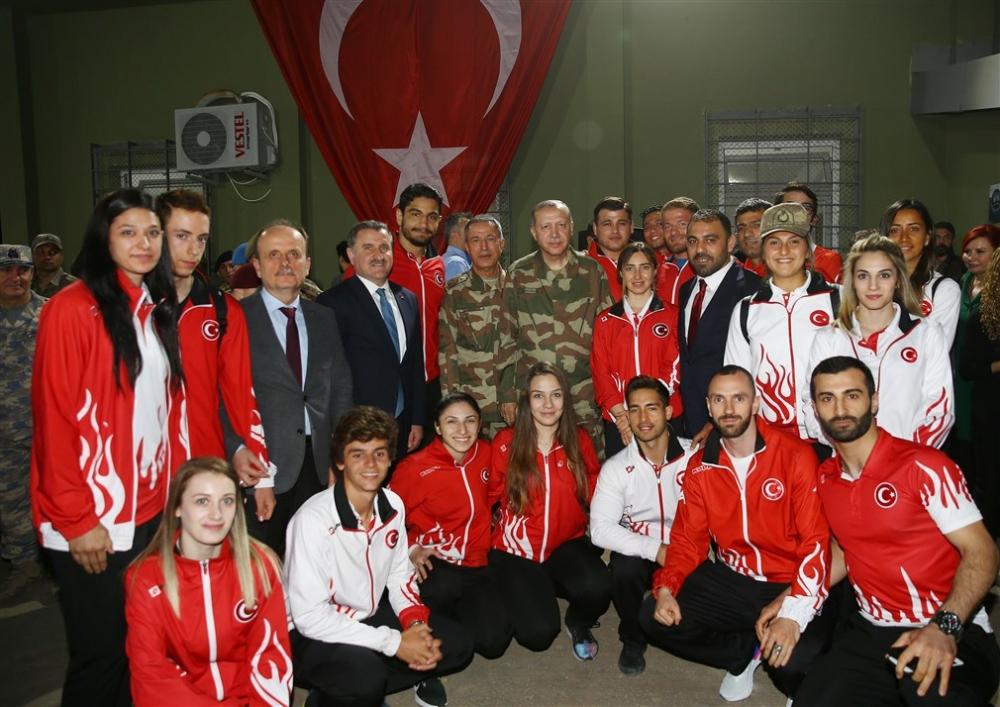 Erdoğan ve ünlü isimler sınırda askere moral verdi galerisi resim 74
