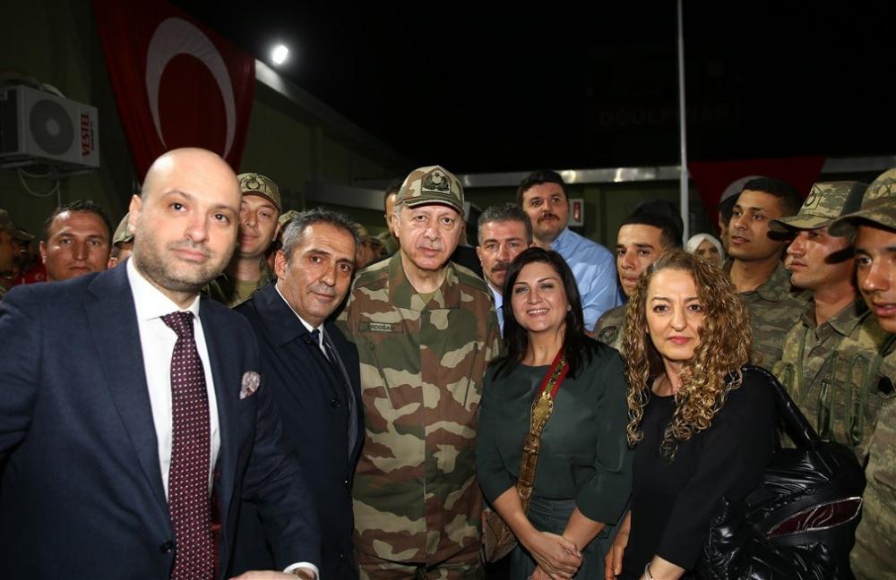 Erdoğan ve ünlü isimler sınırda askere moral verdi galerisi resim 76
