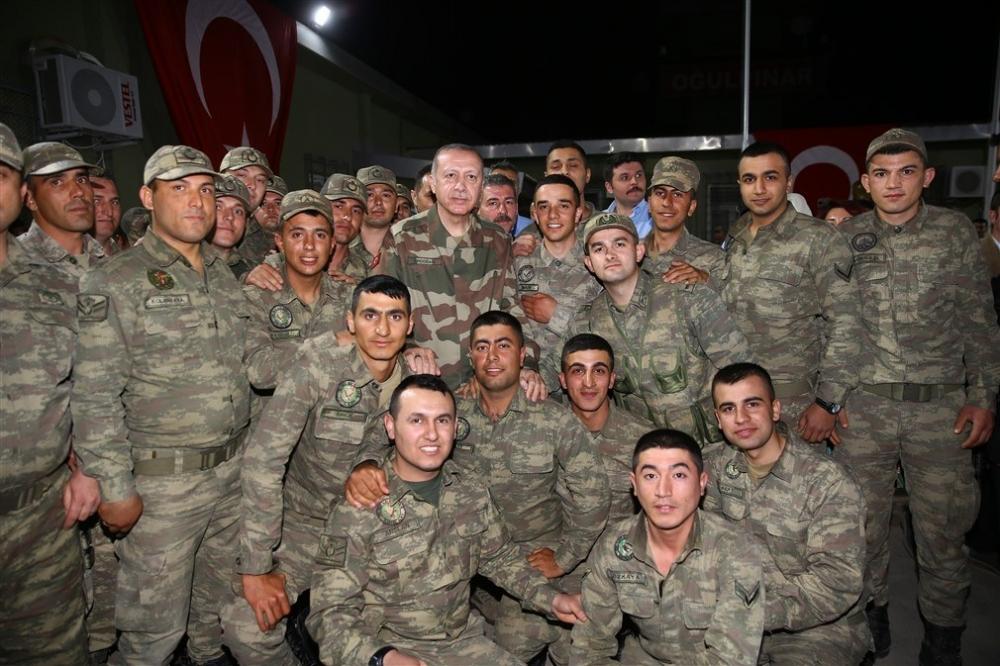 Erdoğan ve ünlü isimler sınırda askere moral verdi galerisi resim 77