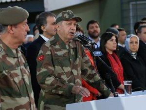 Erdoğan ve ünlü isimler sınırda askere moral verdi