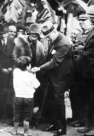 Atatürk'ün çocuk sevgisi galerisi resim 1