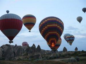 Sıcak hava balonları yeniden havalandı
