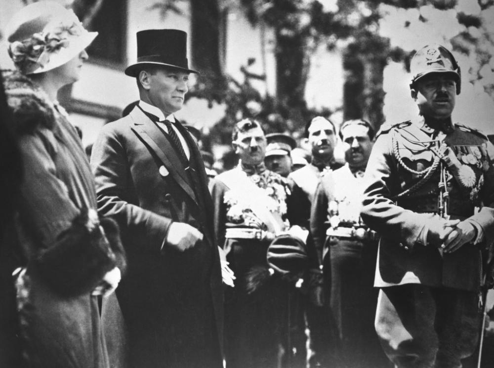 Büyük komutan Atatürk 80 yıldır özlemle anılıyor galerisi resim 1