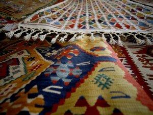 """Orta Asya'dan Anadolu'ya """"taşınan"""" kilim"""