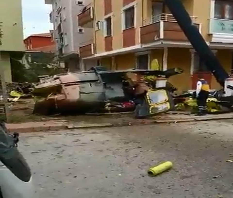 Sancaktepe'de helikopter düştü! İlk fotoğraflar... galerisi resim 1