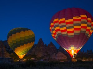 Turistlerin gözdesi sıcak hava balonları