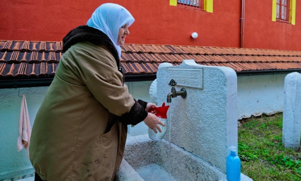"""Saraybosna'nın tarihi camisinde """"mahalle iftarı"""" galerisi resim 5"""