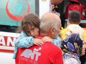 Düzce'de sel felaketi etkili oldu: Vatandaşlar mahsur kaldı