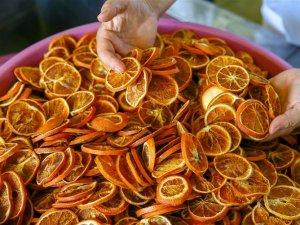Meyve sebzeyi una dönüştürüp sosyal medyadan satıyor