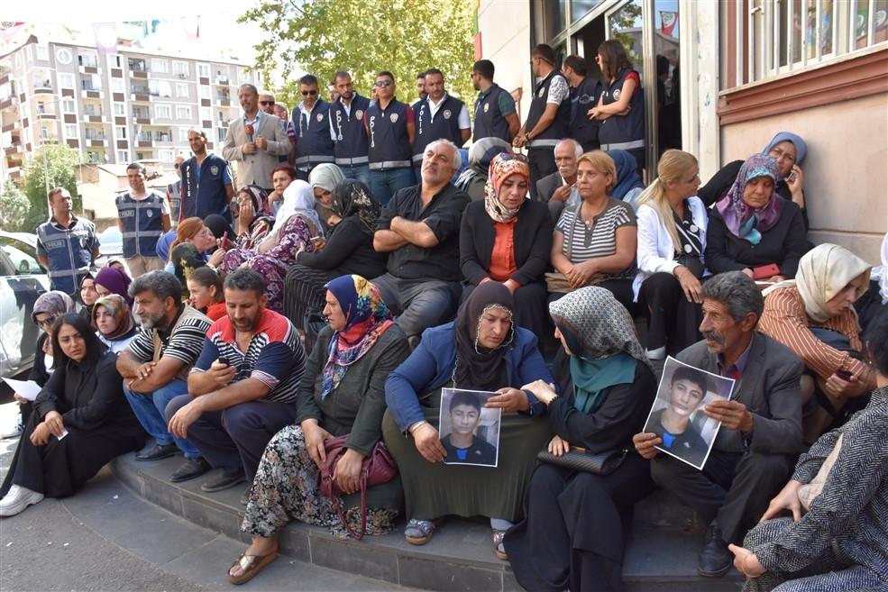 Diyarbakır annelerinin oturma eylemine katılım sürüyor galerisi resim 1