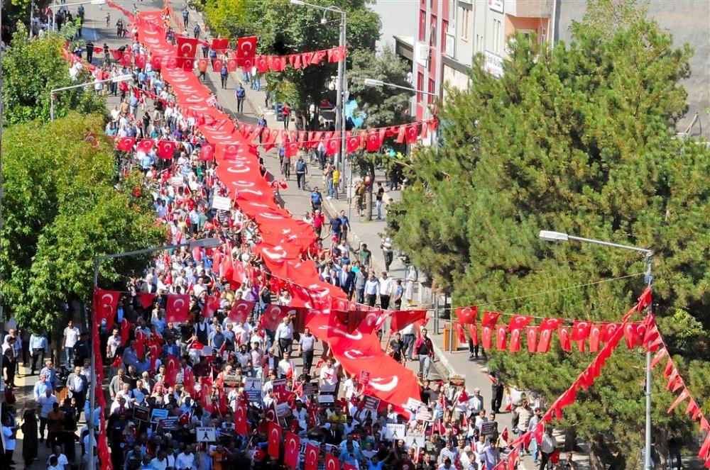 Tunceli, Hakari, Bingöl, Ağrı ve Diyarbakır PKK'ya karşı yürüdü galerisi resim 1