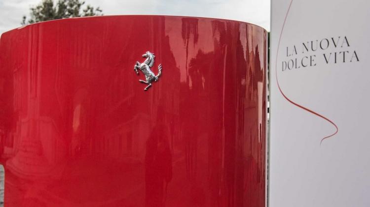 Ferrari'nin yeni modeli görücüye çıktı: Roma 620 beygir gücüyle ger galerisi resim 1