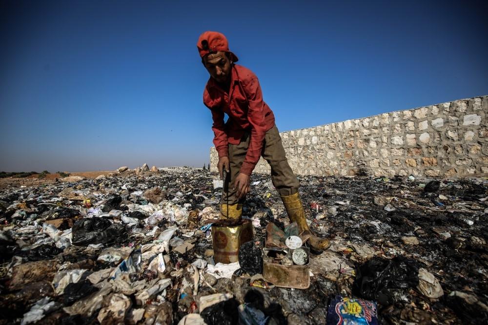 İdlibli çocuklar ekmeklerini çöpten çıkarıyor galerisi resim 11