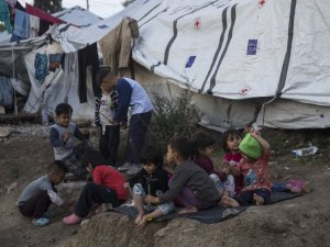 Moria'da düzensiz göçmenlerin zorlu yaşam mücadelesi