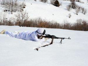JÖH timlerinin karlı tepelerde 'vatan nöbeti'