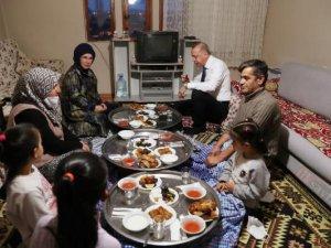 Cumhurbaşkanı Erdoğan, vatandaşın evinde iftara katıldı