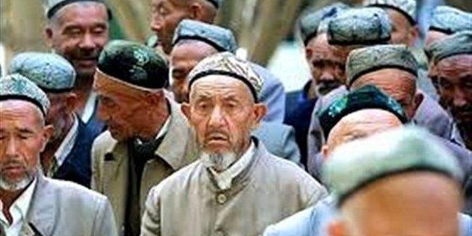 Çin'den skandal hamle: Kur'an'ı yeniden yazacaklar