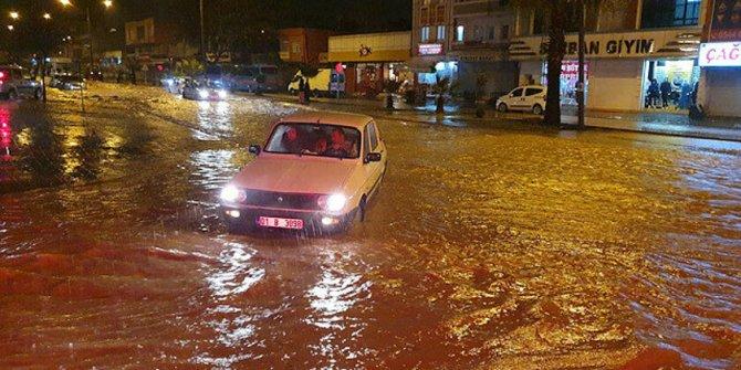 Koca kent sele teslim oldu: Okullar tatil edildi