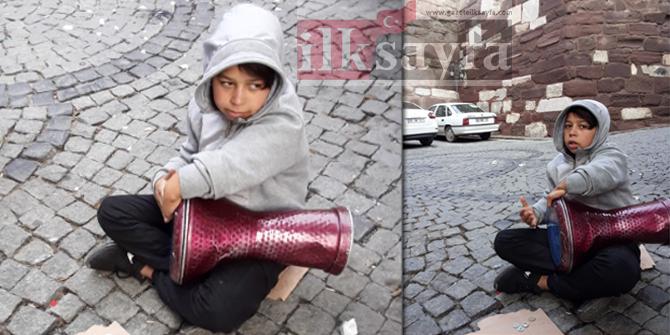 Ankara Kalesi'nin 'Umut'u darbuka çalarak okul harçlığını çıkarıyor