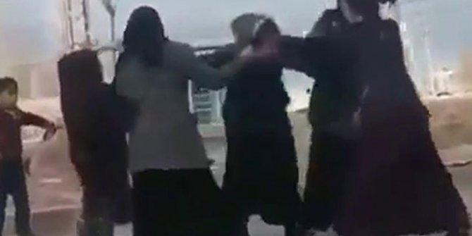 Dilenci kadınların yer kavgası