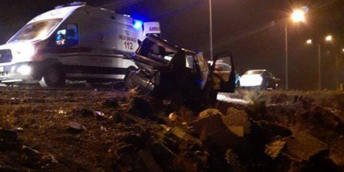 Gaziantep'te otomobiller çarpıştı: 1 ölü, 3 yaralı