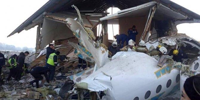 Kazakistan'da yolcu uçağı kalkış sırasında düştü! Ölü sayısı artıyor