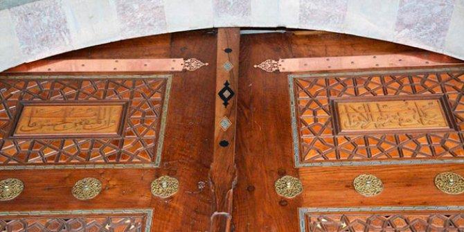 Süleymaniye Camii'nde restorasyonda hata... Kapıdaki ayetler ters konulmuş