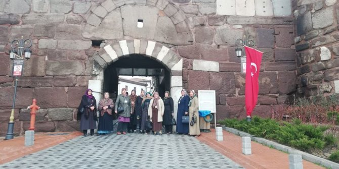 Çubuklu kadınlar Başkent'i gezdiler