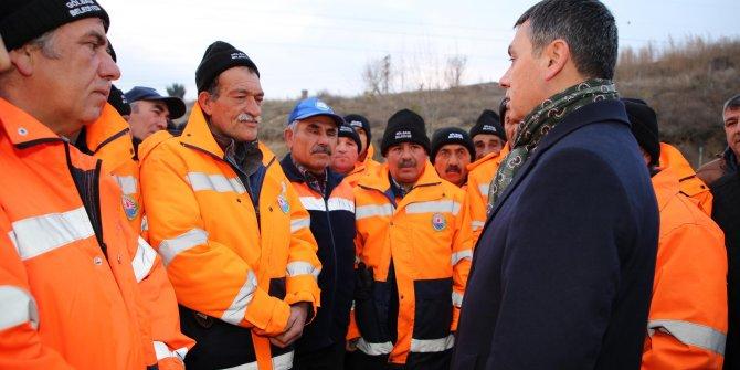 Gölbaşı Belediyesi Temizlik işçilerine ikramiye