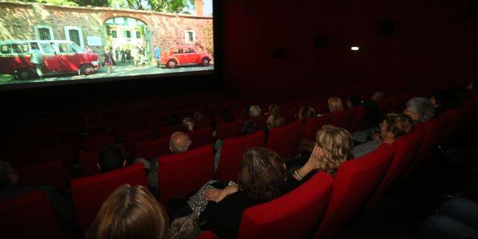 Yenimahalle Turgut Özal Kültür Merkezi'nde bulunan İkinci Bahar Yaşlı Yaşam Merkezi'nde sinema keyfi